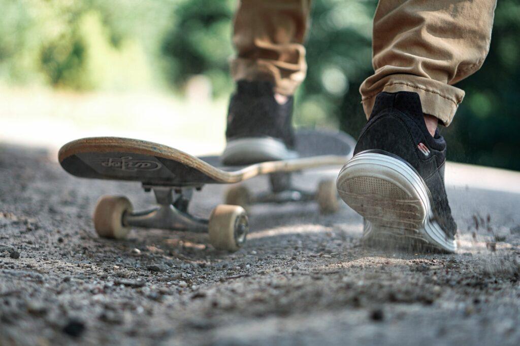 man-skateboard-gratis-ontwikkeladvies-werkenden